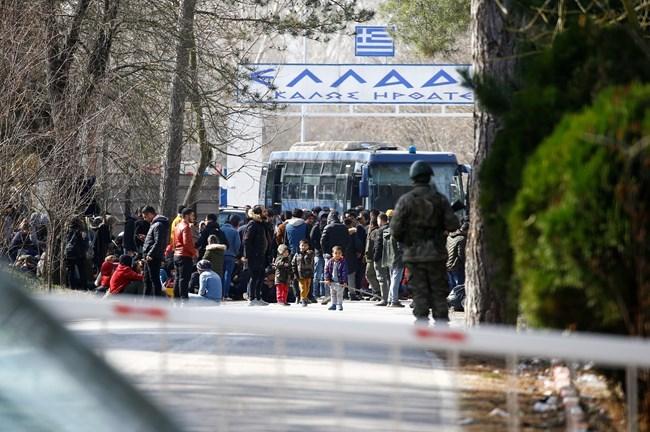 """Στρατός και ΜΑΤ """"σφραγίζουν"""" τα σύνορα στον Εβρο - Ενισχύσεις με μετακινήσεις μονάδων"""