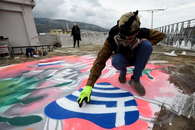 Κορονοϊός: Εντυπωσιακό γκράφιτι σε ταράτσα στην Ηλιούπολη από τον 16χρονο S.F.