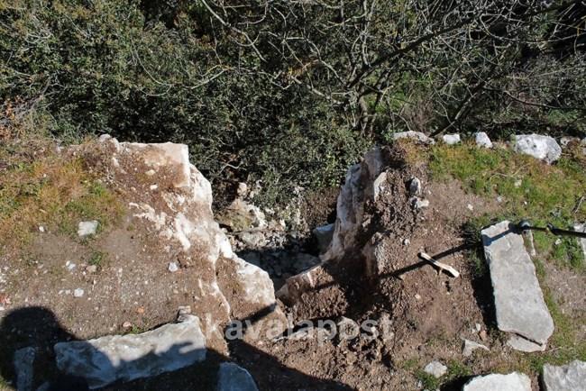 Επίδοξοι χρυσοθήρες κατέστρεψαν ιστορικό πέτρινο γεφύρι στην Καβάλα για να βρουν… θησαυρό! (φωτο)