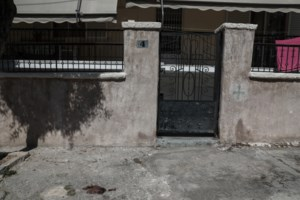 Έγκλημα - Αγία Βαρβάρα: Βίντεο ντοκουμέντο - Η ενέδρα του 75χρονου στην 64χρονη και η φυγή μετά το φονικό [Βίντεο] - εικόνα 3