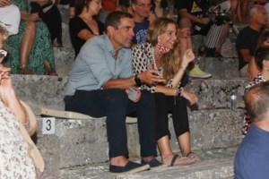 Χρυσή Βαρδινογιάννη: Με πατερίτσες σε έξοδο με τον Κωνσταντίνο Μαρκουλάκη [Εικόνες] - εικόνα 9