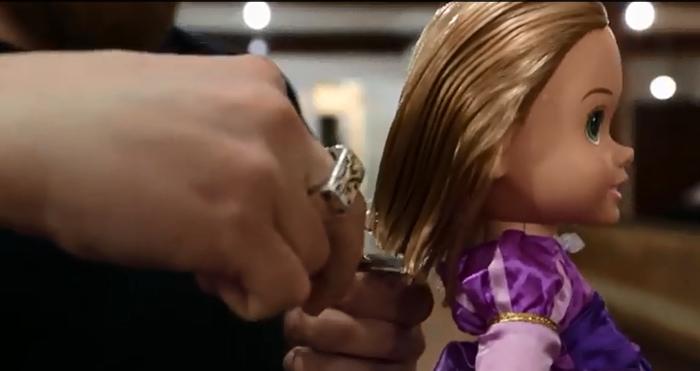 Τρίχρονη χαρίζει τα μαλλιά της σε άρρωστα παιδιά