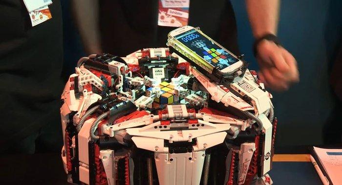 Πανέξυπνο ρομπότ από Lego λύνει τον κύβο του Ρούμπικ σε 3''