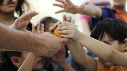 Στη φτώχεια βουλιάζουν 686 χιλιάδες παιδιά