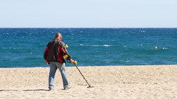 Εψαχνε ευρώ στην...άμμο