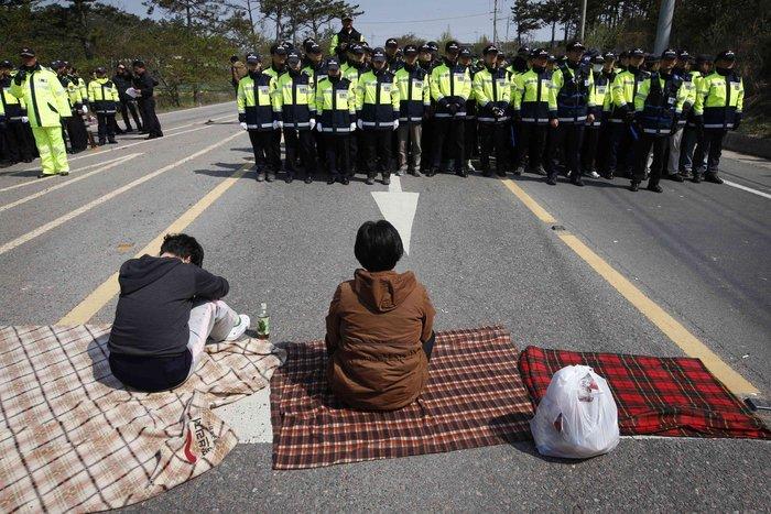 Νότια Κορέα: Οι δύτες εντόπισαν κι άλλους νεκρούς - εικόνα 2