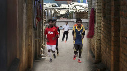 Από τα «κόκκινα φανάρια» της Καλκούτα στη Μάντσεστερ