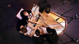pws-tesseris-tupoi-paizoun-ena-piano