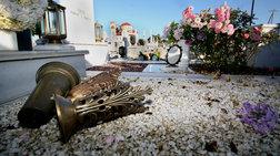 Ρήμαζαν σε τάφους τα μπρούτζινα ανθοδοχεία