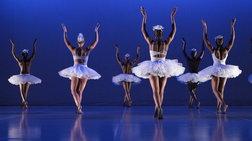 Δεκατρείς Αφρικανοί χορεύουν «Λίμνη των Κύκνων»