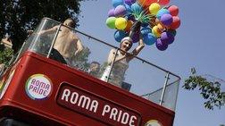 Νομική υπόσταση διεκδίκησαν τα ομοφυλόφιλα ζευγάρια στο Gay Pride της Ρώμης