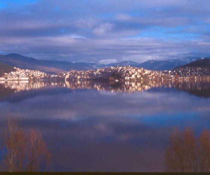 Περιήγηση στη λίμνη της Καστοριάς