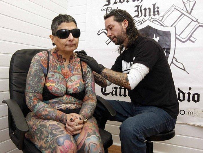 Γεμάτη με τατουάζ που δε θα δει ποτέ... - εικόνα 2