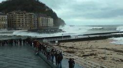 Ισπανία: Κόκκινος συναγερμός για κύματα ύψους 10 μέτρων