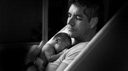 Ο «ισχυρός» Σάιμον Κάουελ ποζάρει με τον 2 ημερών γιο του- Οι πιο τρυφερές στιγμές της ζωής του