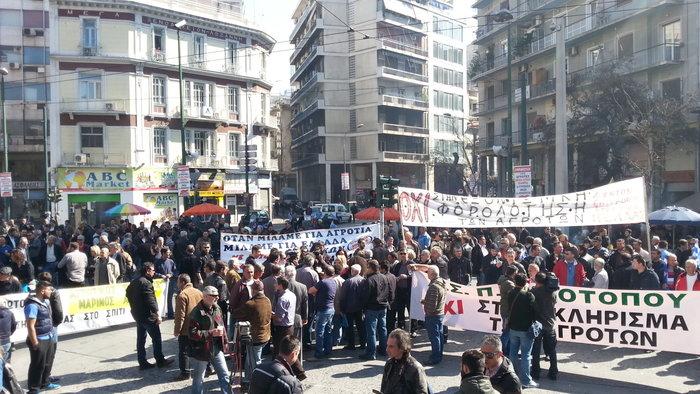 Εφθασαν στην Αθήνα οι αγρότες - Σε εξέλιξη η συγκέντρωση