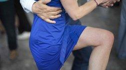 Στις πλατείες της Λιόν, οι Γάλλοι χορεύουν τάνγκο