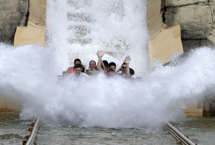 Βλέπουν τον κόσμο... ανάποδα σε πάρκο αναψυχής στην Ισπανία - εικόνα 4