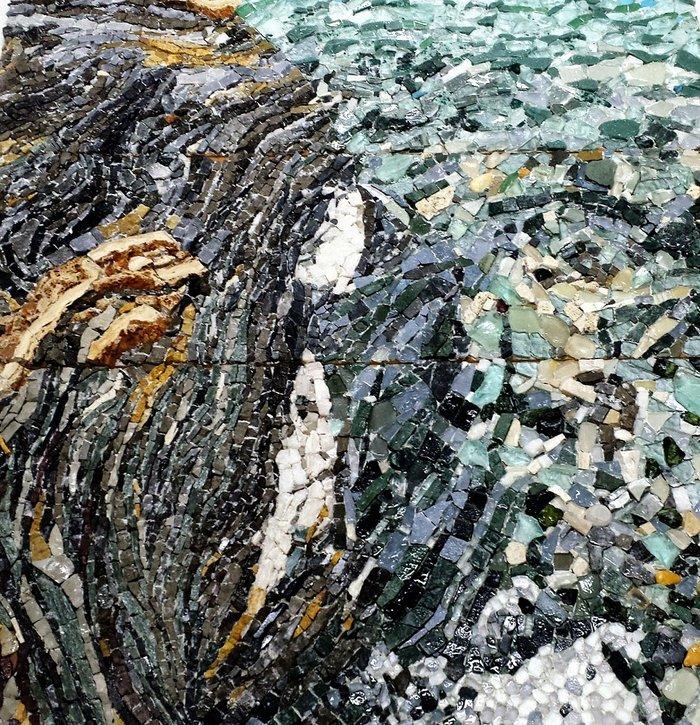 """""""Ερημούπολη"""" (λεπτομέρεια), 135Χ100 εκ., πέτρα, μάρμαρο, γυαλί, 2014. Έργο του Δημήτρη Φραγκούλη"""