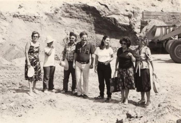 Φωτογραφία τραβηγμένη από τον ίδιο τον Δ.Λαζαρίδη το 1979. Δεύτερη από αριστερά είναι η Κ.Περιστέρη