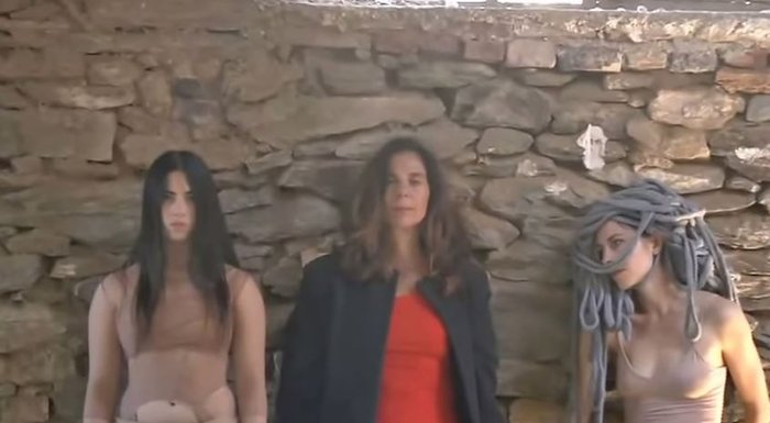 Στιγμιότυπο από τα «Αποτυπώματα». Στο κέντρο η Silvia Macchi