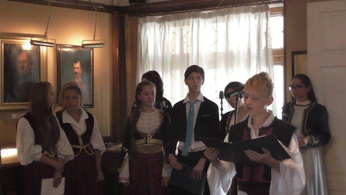 Ουκρανοί μαθητές απαγγέλλουν και τραγουδούν στην ελληνική γλώσσα