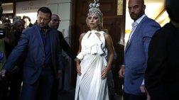 Με φόρεμα του Ελληνα σχεδιαστή Σπυρίδωνα Τσαγκαράκη η Lady Gaga στο ΟΑΚΑ