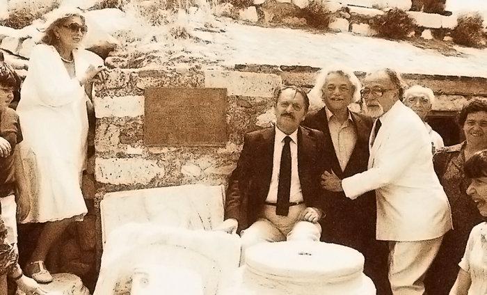Μελίνα, Λάκης Σάντας, Μανώλης Γλέζος, Μανόλης Ανδρόνικος