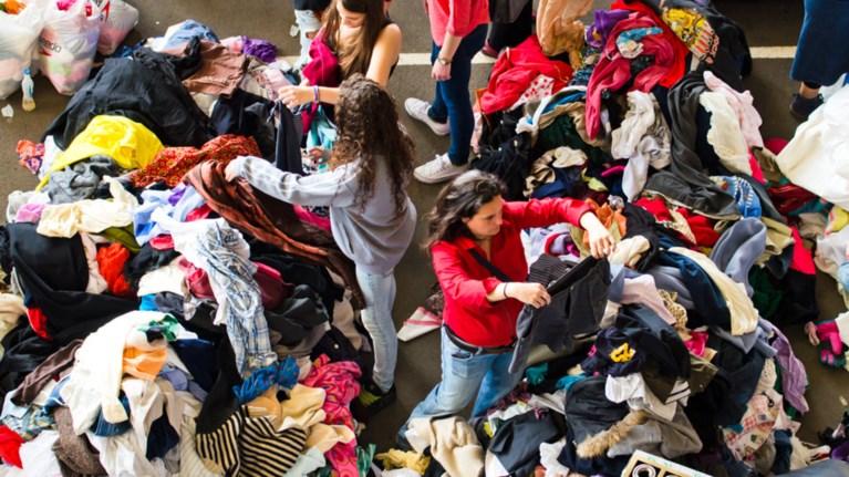 Τα μεταχειρισμένα ρούχα είναι μόδα! Πού θα τα βρεις  ba18519c0f6
