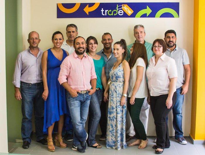 Η ομάδα της TradeNOW: Υρώ Κιοτσέκογλού / Marketing, Μαριάνθη Κοράκη / Social Media, Εύη Πάνου / Finance, Θωμαΐς Καζάκου / Customer Services, Παντελίδη Δήμητρα / B2B Partner, Γιάννης Δεληγιάννης / CEO & Co-Founder, Πιτσικάλης Μιχάλης / Commercial & Co-Founder, Καραμανόγλου Γιώργος / Operation & Co-Founder, Μπελέτσης Δημήτρης / Senior Engineer, Παπαζήσης Τάκης / B2B Partner