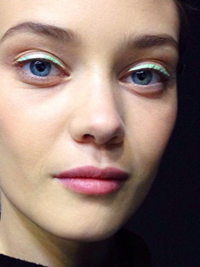 Το νέο eyeliner είναι σατέν!