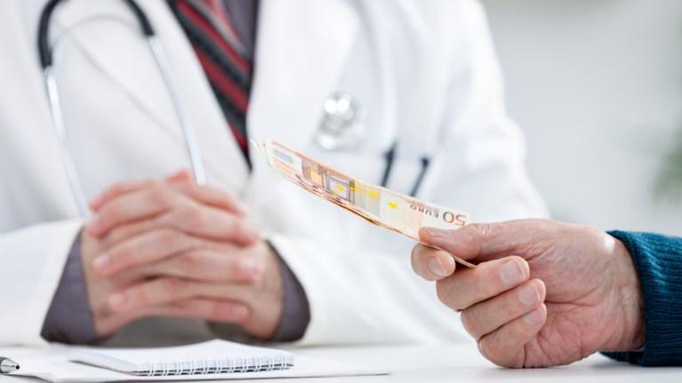 Αποτέλεσμα εικόνας για médico dinheiro