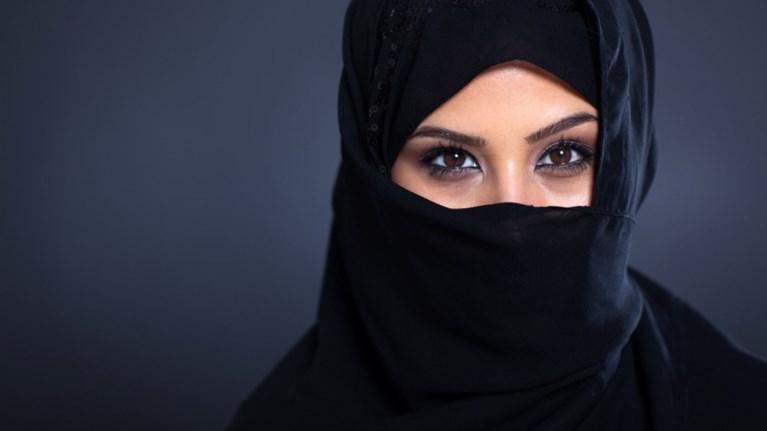 Αποτέλεσμα εικόνας για γυναικα με μαντηλα