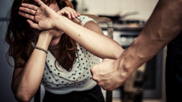 Αποτέλεσμα εικόνας για κακοποιηση γυναικας απο τον συζυγο