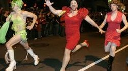 drag-queens-me-psila-takounia-se-agwna-dromou