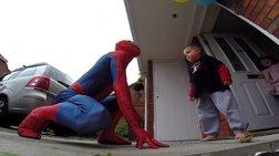 Πατέρας ντύθηκε Spiderman για τα τελευταία γενέθλια του άρρωστου γιου του