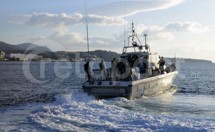 Σε εξέλιξη η αποβίβαση των μεταναστών στην Κρήτη-βρέθηκαν δύο μαχαιρωμένοι - εικόνα 3