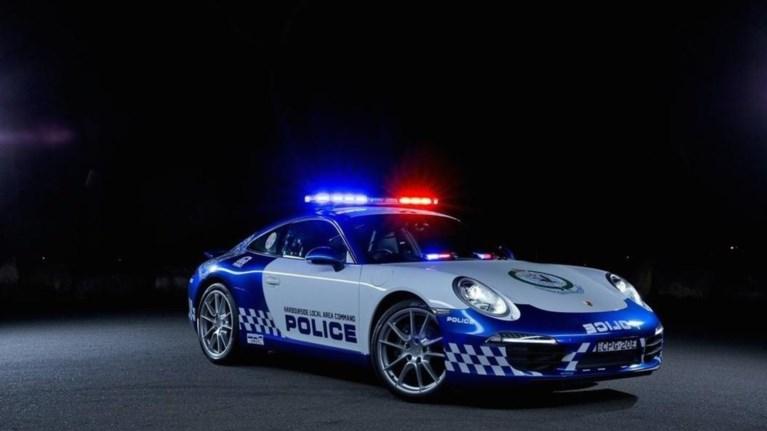 mia-porsche-911-gia-tin-astunomia-stin-australia