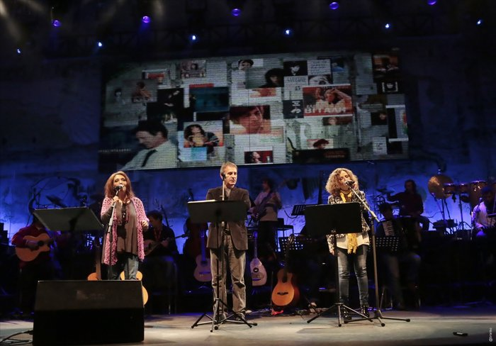 Νταλάρας, Βιτάλη, Γλυκερία τραγουδούν μαζί: Δείτε το Video