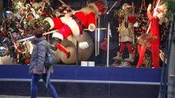 Η παγωμένη αγορά περιμένει να ζεσταθεί τα Χριστούγεννα