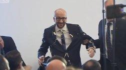 «Έλουσαν» με μαγιονέζα τον Βέλγο πρωθυπουργό