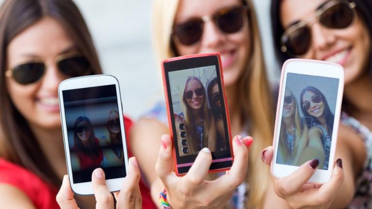 pws-tha-bgalete-tin-teleia-xristougenniatiki-selfie