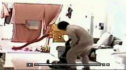 ntanta-klwtsaei-kai-xtupaei-mwro-stin-kina-video