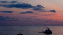 Ακυβέρνητο πλοίο με 450 μετανάστες πλησιάζει στην Ιταλία