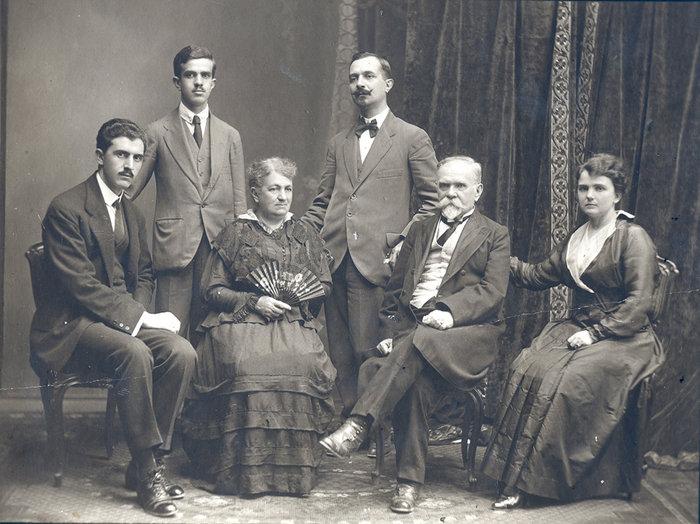 Ο Γεώργος Παπανδρέου με την οικογένεια Μινέικο (1913)