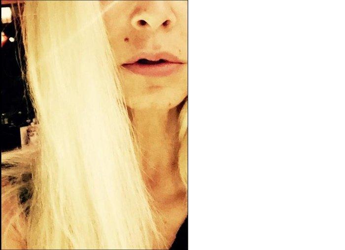 Η φωτογραφία της Άννας Βίσση με ξανθά μαλλιά στον λογαριασμό της στο twitter