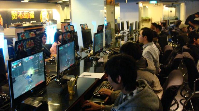 taiban-pethane-se-internet-cafe-panw-se-video-game-kai-nomizan-oti-koimotan