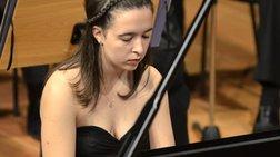 ellinida-i-diethnws-korufaia-nea-pianista-tis-xronias-akouste-tin