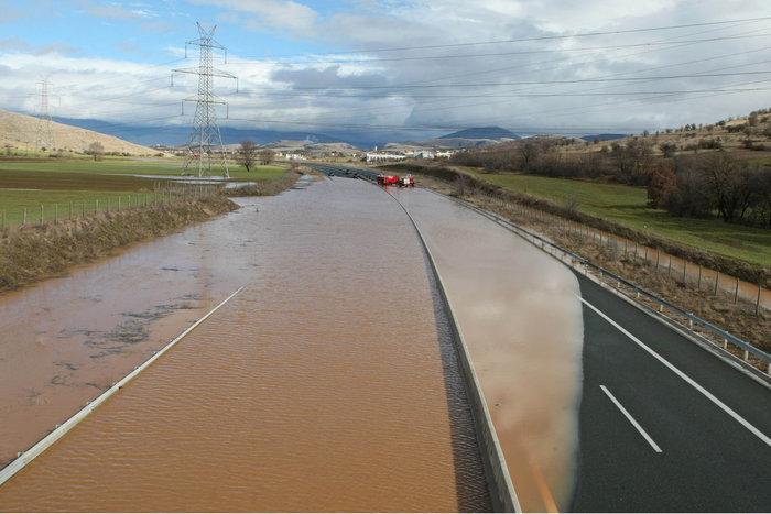 Πλημμύρισε η Εγνατία Οδός [Φωτο - Βίντεο] - εικόνα 2