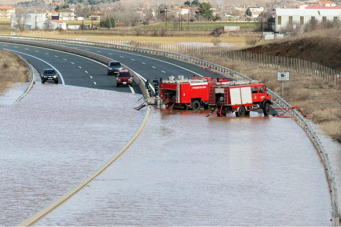 Πλημμύρισε η Εγνατία Οδός [Φωτο - Βίντεο] - εικόνα 3